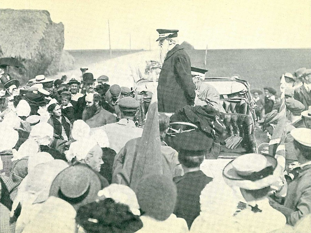Booth giving a speech from his car (1905)