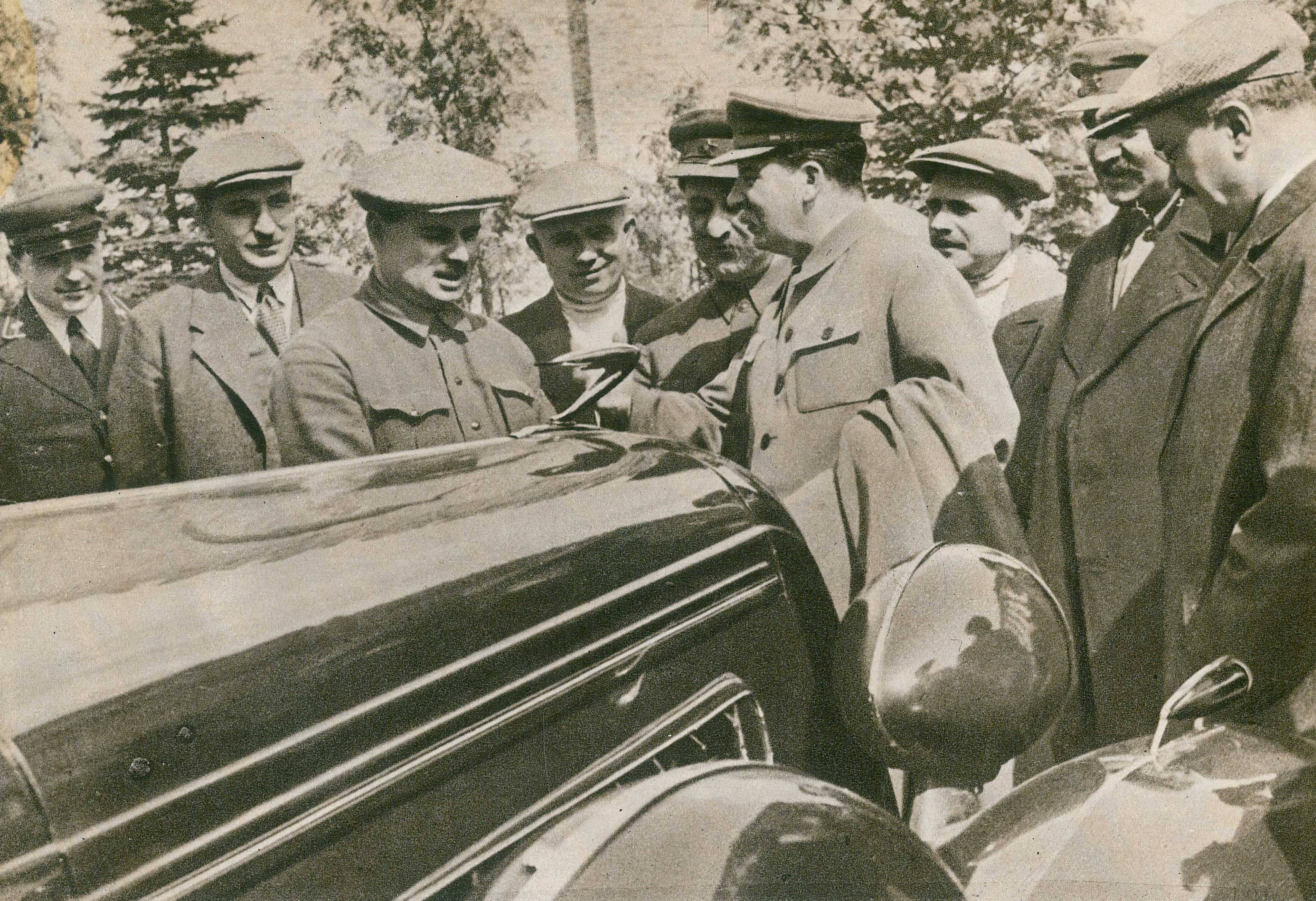 Stalin (right) talking to Lickhachova (left) about the new ZIS-101 (1936)